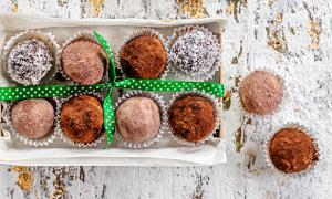 Trufas de Chocolate Preto e Abacate